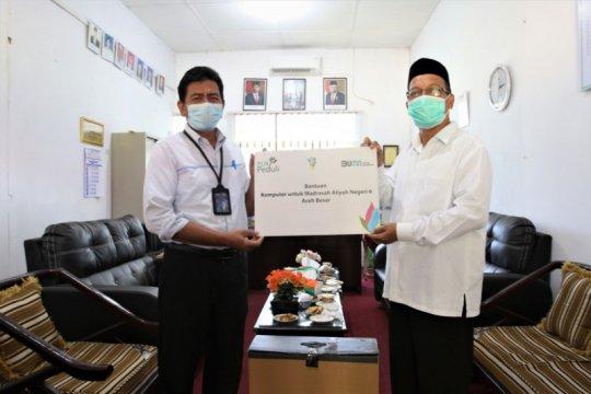 PLN UIW Aceh bantu MAN 6 Aceh Besar beri komputer