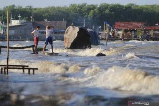 Waspadai gelombang tinggi 4 meter di sejumlah perairan Indonesia