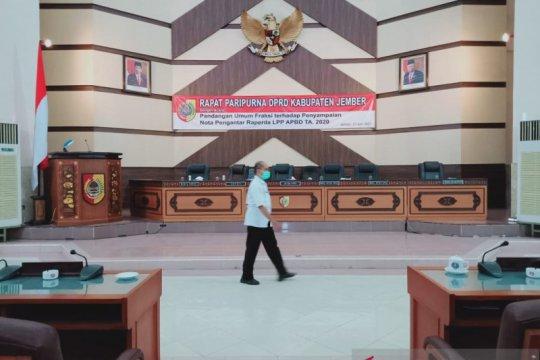 Sidang paripurna DPRD Jember ditunda karena seorang anggota positif