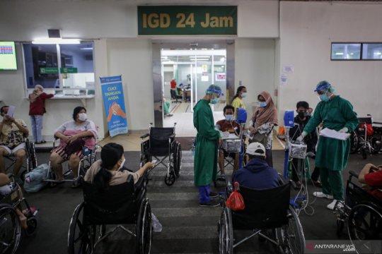 Antrean pasien di RSUD Cengkareng