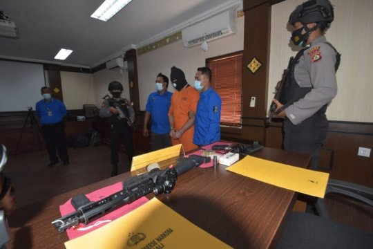 Warga Prancis miliki sabu dan senpi divonis 16 bulan penjara