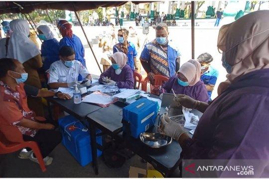 3.000 warga divaksinasi massal di Bukittinggi