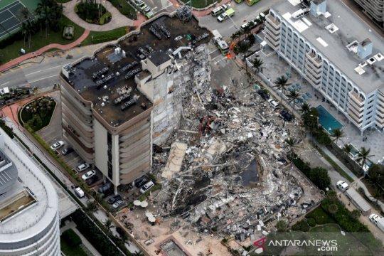 Tim penyelamat cari penyintas dari runtuhnya gedung Florida