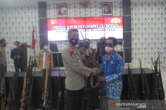 Polres Merangin terima penyerahan 107 senjata api rakitan