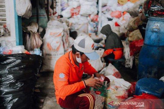 OPPA bagikan APD kepada pekerja sampah