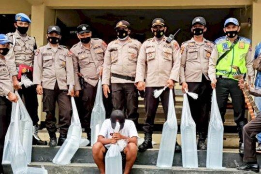 Polisi amankan 150 liter minuman beralkohol di Sumba Barat