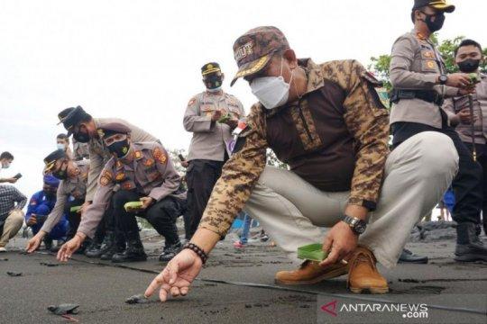 "Wakil Bupati Klungkung lepas 200 ekor tukik ""Hari Bhayangkara"""