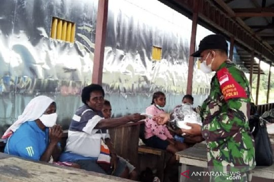 Untuk patuhi prokes, TNI-Polri-Satgas disiplinkan warga Mappi-Papua