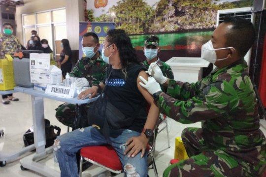 Hari ini vaksinasi massal di Papua Barat capai 9.000 orang