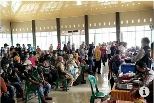 Ribuan masyarakat Kabupaten Mesuji Lampung ikuti vaksinasi massal