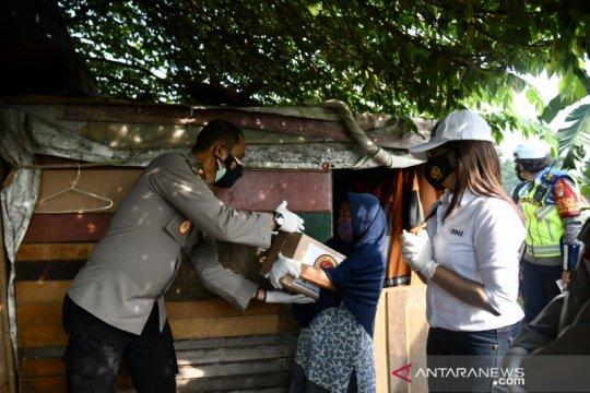 HUT Bhayangkara, Polri bagikan 1.000 paket bantuan di Tanah Abang