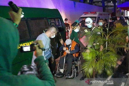 Buronan lansia Hendra Subrata tiba di Jakarta setelah 10 tahun buron