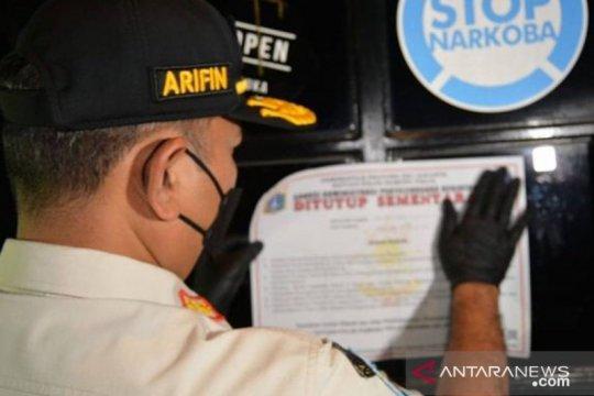 Satpol PP tutup Tipsy Monkey Bar karena melanggar aturan PPKM Mikro