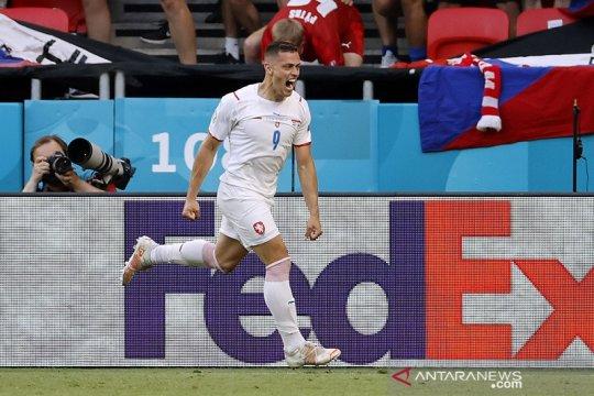 Pecahkan kebuntuan untuk Ceko, Tomas Holes jadi 'star of the match'