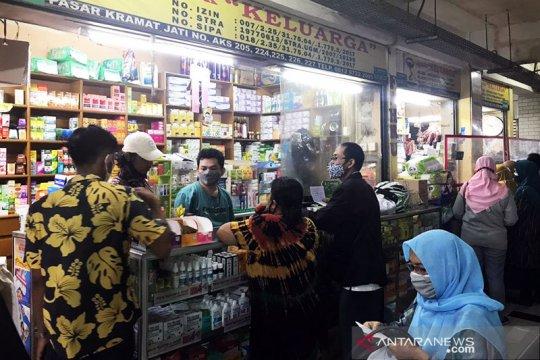 Toko obat di Pasar Kramat Jati ramai pembeli