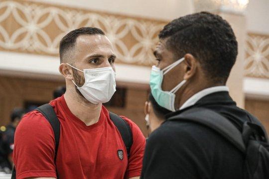Kedatangan Bali United di Solo disambut kabar penundaan turnamen