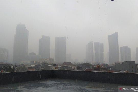 Senin, tiga wilayah Jakarta diguyur hujan petir