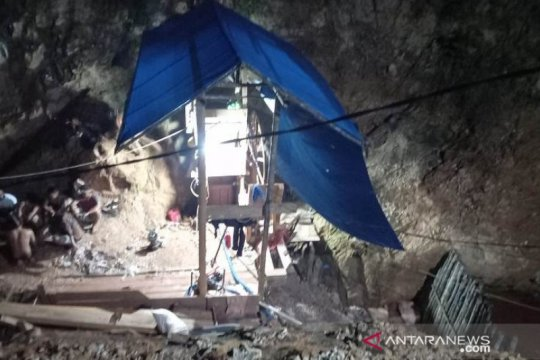 Dua pekerja tambang timah di Belitung Timur dilaporkan tertimbun