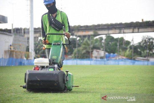 Pembibitan rumput Jakarta International Stadium di Tangerang