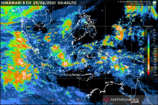 BMKG: Waspadai potensi hujan lebat hingga angin kencang di Indonesia