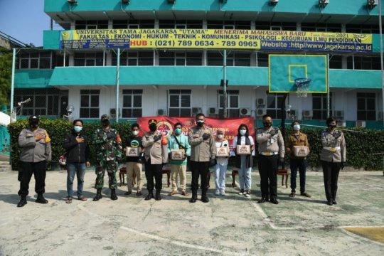 Mahasiswa asal Kawasan Timur Indonesia terima bantuan Polri