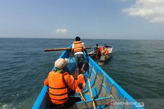 Kapal terbalik sebabkan tiga nelayan hilang di laut Garut