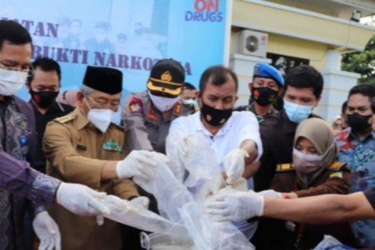 5,8 kilogram narkoba dimusnahkan di Polman