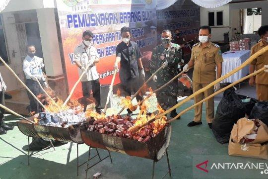 Kejari Bangka musnahkan 74.400 bungkus rokok ilegal