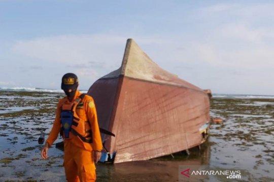 Polisi identifikasi nelayan korban kapal terbalik di laut Garut