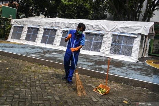 COVID-19 di Jakarta melonjak, RSUD Tarakan dirikan tenda darurat di halaman sekolah
