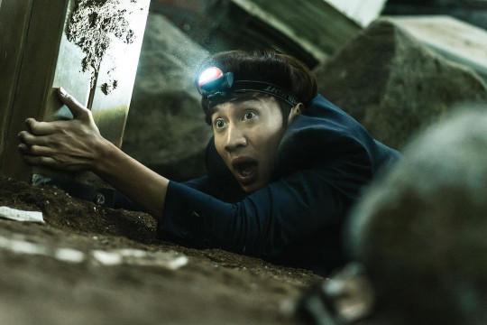 """Lee Kwang Soo tampil dalam""""Sinkhole"""", tayang di bioskop Agustus"""