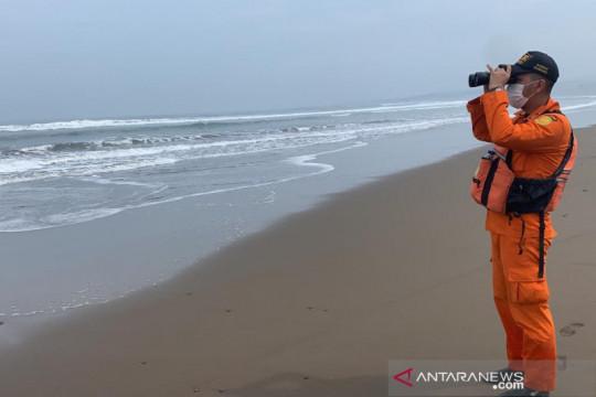 Tiga nelayan korban kapal terbalik di perairan Garut belum ditemukan