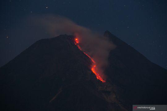 Luncuran lava pijar Gunung Merapi
