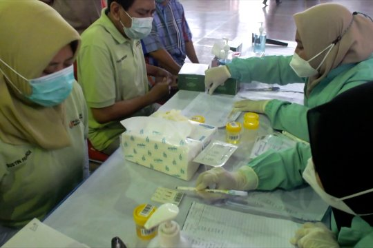Dukung P4GN, Polije tes urine tenaga akademisinya