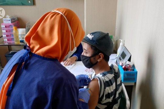 Gibran kebut vaksinasi usia 18 tahun ke atas
