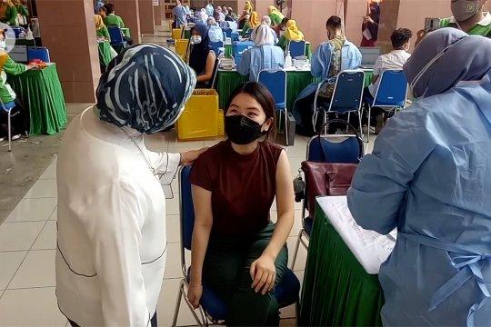 Pemkot Tangerang vaksinasi warga 18 tahun ke atas