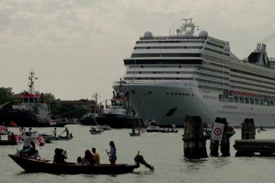 Kedatangan kapal pesiar disambut pengunjuk rasa di Venesia