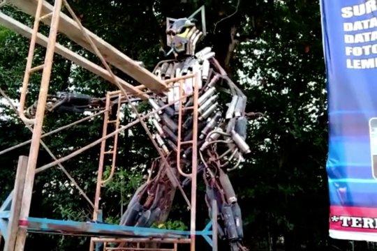 Kreasi robot dari knalpot hasil sitaan Polres Kendari