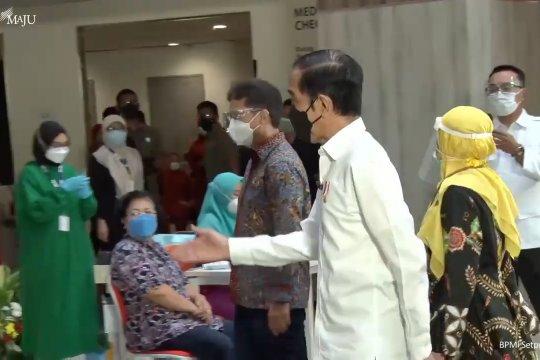 Presiden Jokowi tinjau vaksinasi massal COVID-19 di Depok dan Tangerang