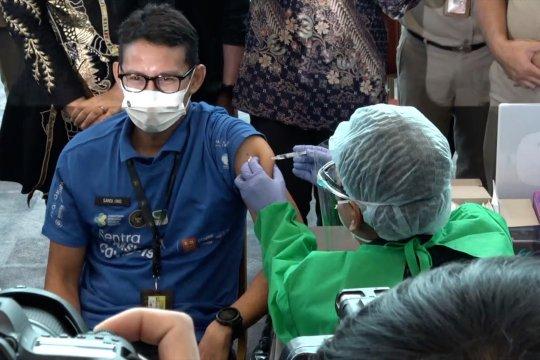 Jalani vaksinasi COVID-19, Sandi Uno rancang paket wisata vaksinasi