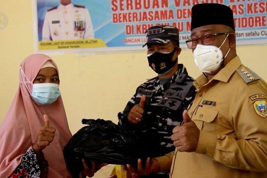 Serbuan vaksinasi Lanal Ternate di pulau terluar