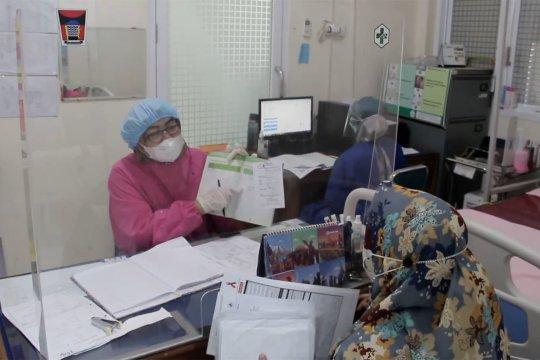 Upaya melindungi bidan dari paparan virus saat pelayanan