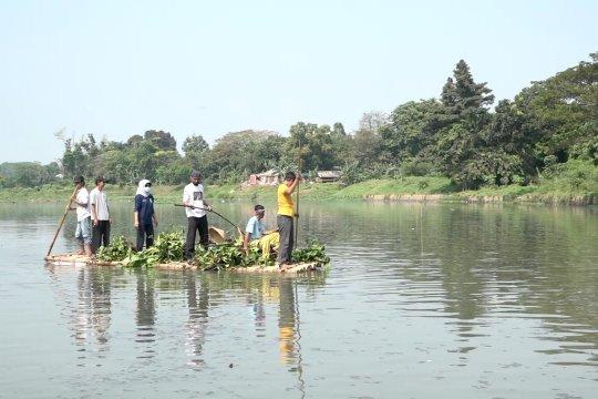 Aksi bersih-bersih di Situ Pengarengan Depok