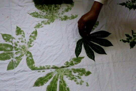 Kembangkan ekonomi desa melalui batik ecoprint