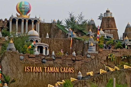 Megahnya Istana Taman Cadas di Serang