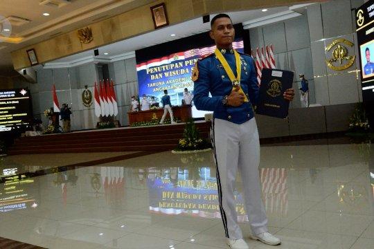 Kebanggaan juru parkir di Papua, putranya raih Adhi Makayasa AAL 2021