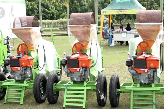 Petani Riau dapat 284 alsintan untuk efisiensi lahan pertanian