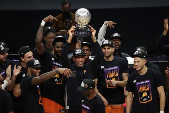 Phoenix Suns ke Final NBA setelah juarai Wilayah Barat