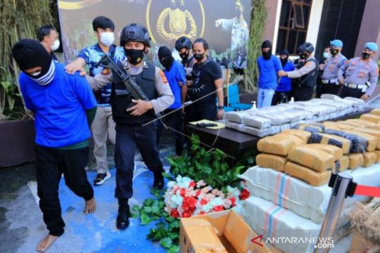 Mabes Polri menyita 528,5 kg ganja dari empat tersangka di Aceh