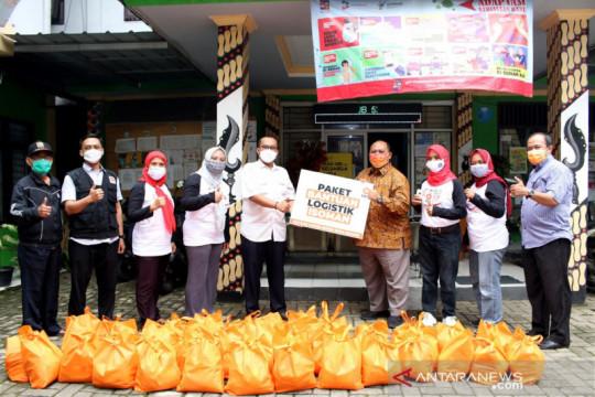 Warga isolasi mandiri dibantu paket logistik Ketua DPRD Kota Bogor